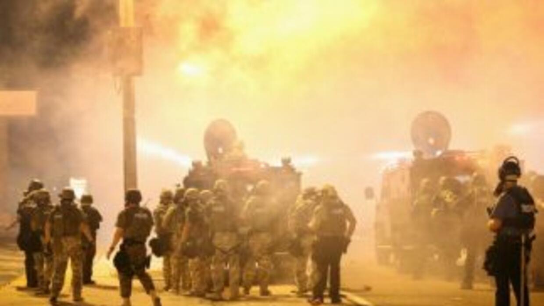 El gobernador Jay Nixon firmó la orden de movilizar a la Guardia Naciona...