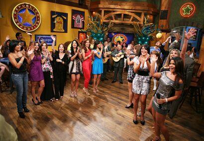 Como ves, el Bar estuvo desbordado de tanta belleza latina.