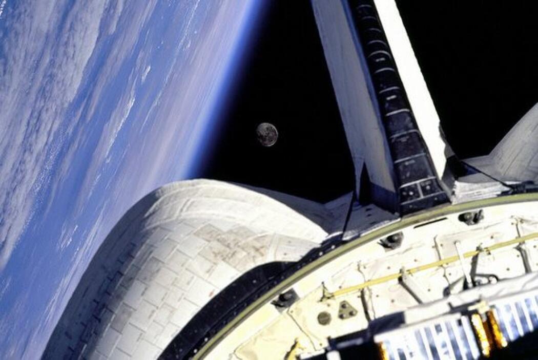Las imágenes muestran  partes de la Estación Espacial Internacional (EEI...