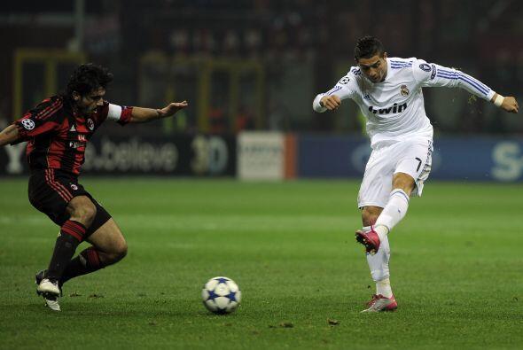 Los madridistas pagaron la visita al estadio San Siro, casa del Milan. D...