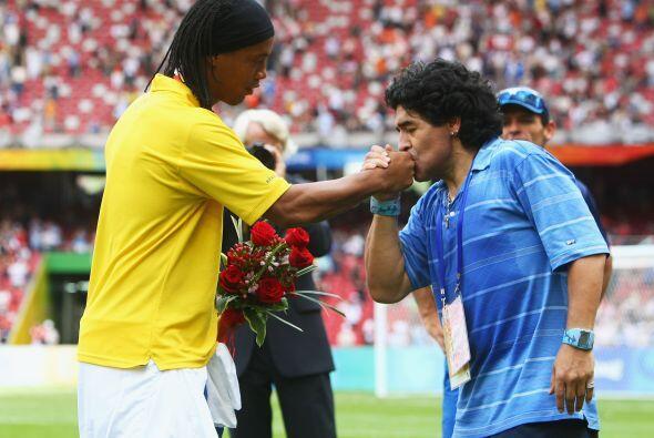 Sólo Diego Armando Maradona y Ronaldinho Gaucho han sido aplaudidos por...