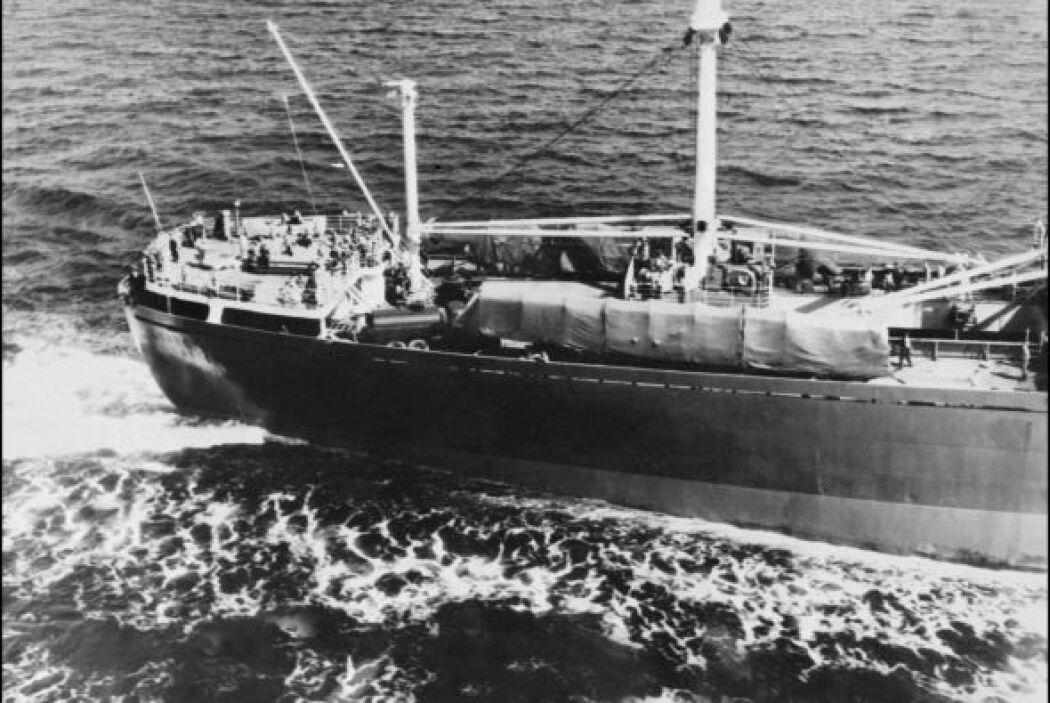 Foto aérea del 9 de noviembre de 1962, partiendo de la costa cubana el b...