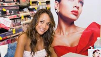 Dania Ramirez es una mujer que le gusta mostrar su belleza al natural y...