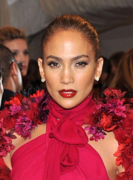 Un claro ejemplo de belleza latina es Jennifer Lopez, quien aprovecha al...