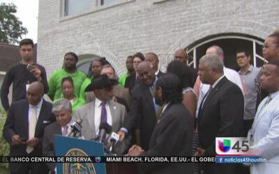 Líderes comunitarios de Houston reaccionan a protesta del grupo White Li...