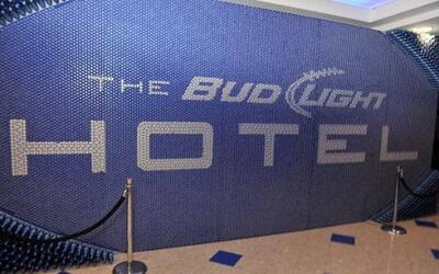 La entrada al evento Bud Light antes de que iniciara la conmoción.