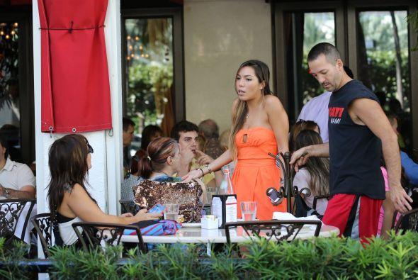 La familia decidió probar alimentos en el conocido restaurante Carpaccio...