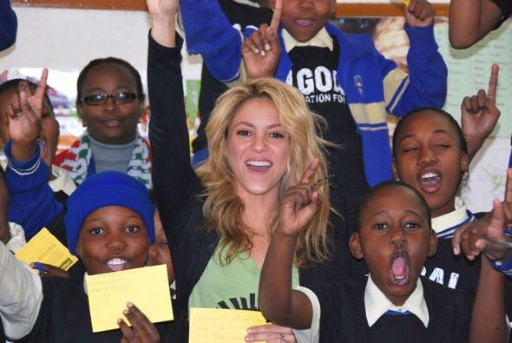 Shakira la humanitaria: La talentosa mujer no solo canta y baila bien, s...