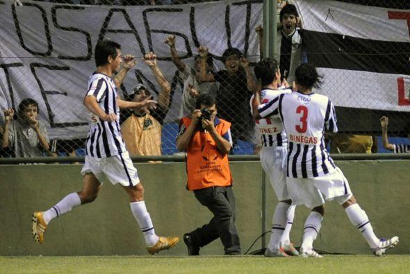 Libertad de praguay le ganó 2 - 0 a Cruz Azul de México en el partido de...