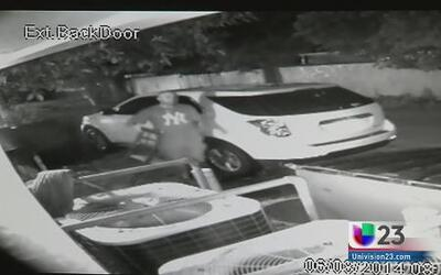 Buscan a ladrón que aterrorizó a mujeres que invadió su residencia