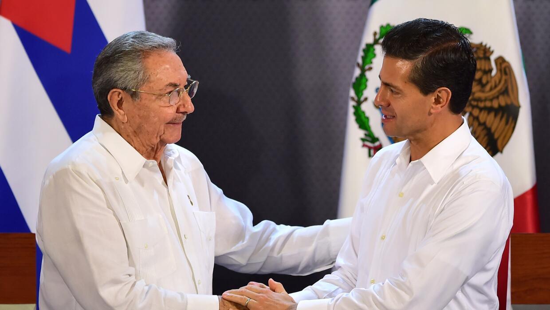 El encuentro entre Raúl Castro y Enrique Peña Nieto.