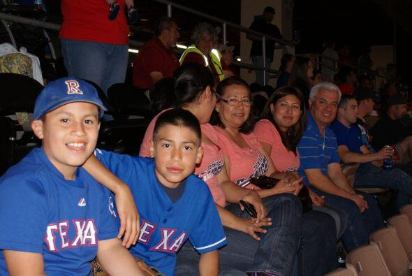 Familias enteras se pusieron la camiseta y vinieron al partido.
