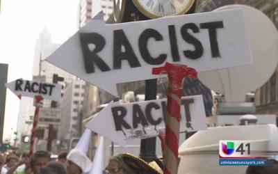 Inmigrantes protestan frente a la Torre Trump