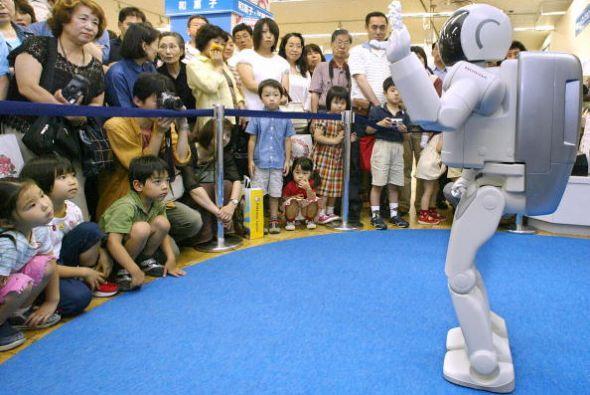 ASIMO ha sufrido bastantes cambios físicos desde su presentaci&oa...