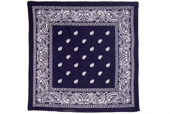 Accesorio trendy. ¿Quién dijo que las bufandas deben usarse de una sola...