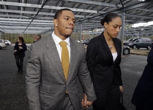 La NFL decidió suspender a Ray Rice de por vida luego de que se dio a co...