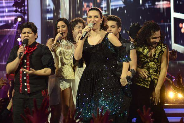 Los finalistas bajaron con ellas al escenario.