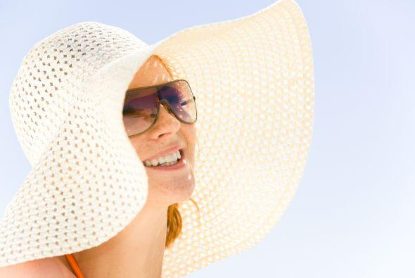 Si no puedes evitar el aire libre, usa sombrero y gafas, así mant...