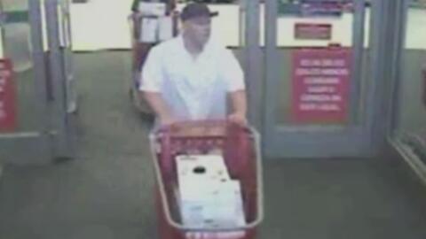 Pareja roba seis aspiradoras de una tienda Target de Katy