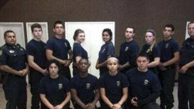 Los oficiales encargados y los jóvenes integrantes del programa Desarrol...