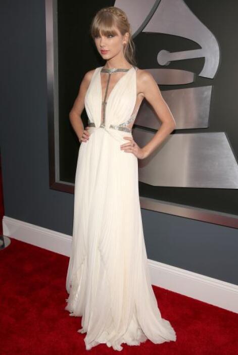 Taylor Swift como siempre fue una de las mejores vestidas de la noche y...
