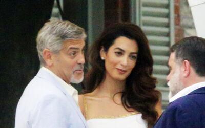 George y Amal Clooney dan una fiesta en su hogar de Lago Como, Italia.