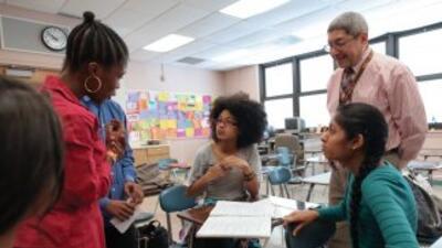 Una de las mejores formas de conservar el don del bilingüismo es mejoran...
