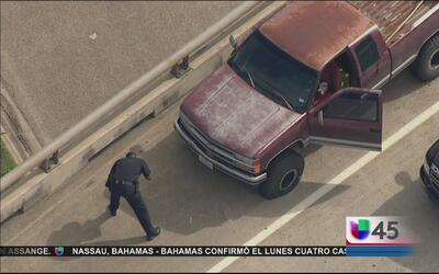 Balean a un conductor en Houston durante un incidente de ira al volante