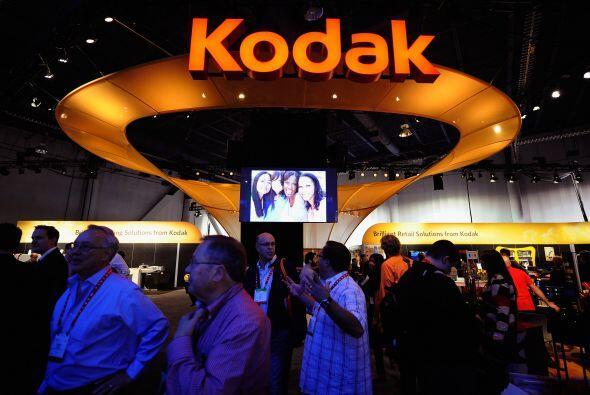 17. KODAK EN BANCARROTA- Eastman Kodak Co, solicitó protección por banca...