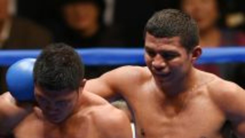 Román González cuensela a Puerta luego de derrotarlo.