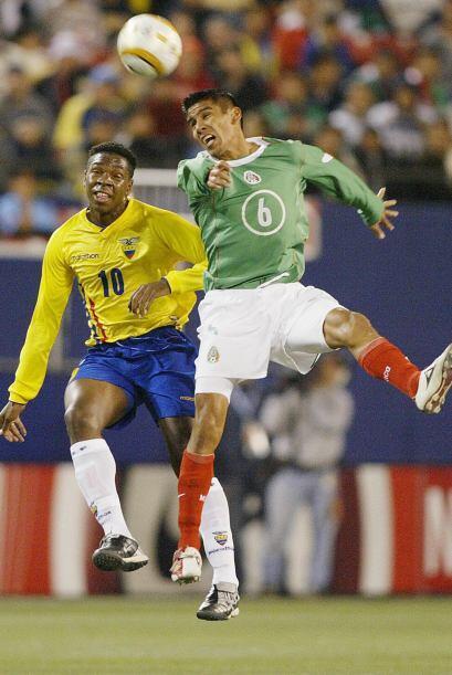 El entonces central de Chivas debutó con la Selección Mexi...