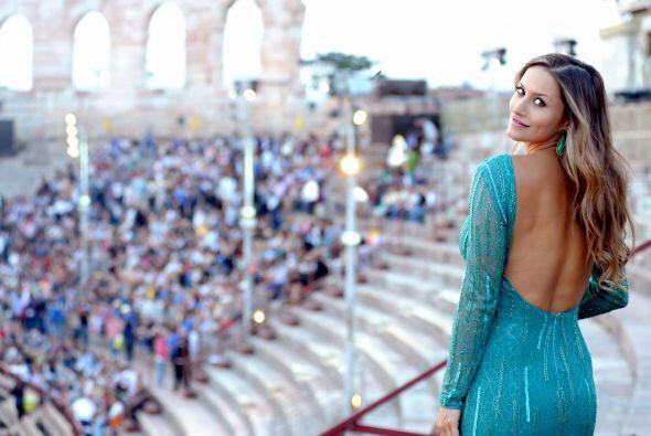 El azul resalta su belleza, ¿no crees?Mira aquí los videos más chismosos.