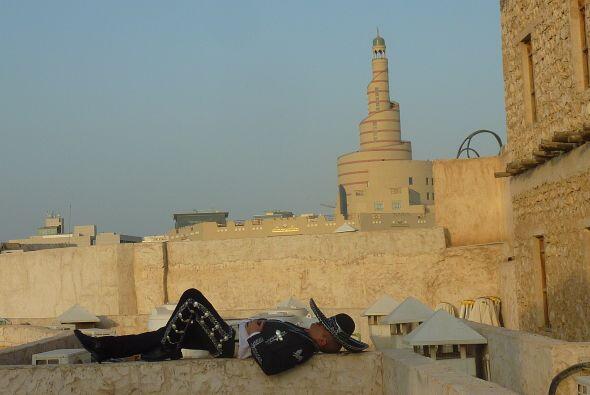 Mariachi siesta Mercado de pie, Souq Waqef. Doha, Qatar. Com semejante c...