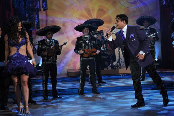 Eduardo le dedicó su canción a la bella cubana.