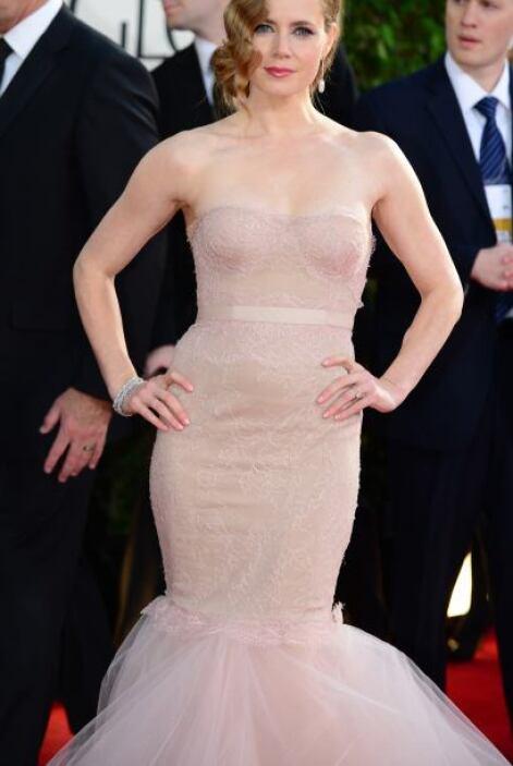 El escote del vestido de Amy Adams no le favoreció en nada, pues en luga...