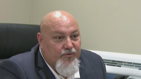 Un grupo de residentes de Sweetwater quiere remover al alcalde Orlando L...