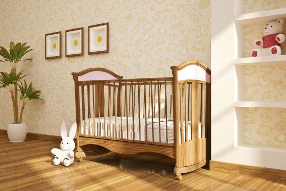 Una cuna moderna. De acuerdo con el portal para padres Baby Zone, las re...