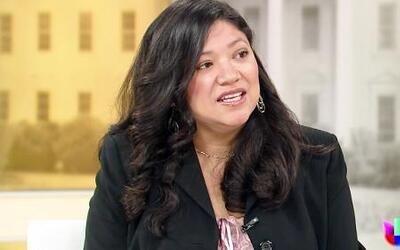 """La escritora Reyna Grande habla sobre su libro """"La Distancia entre Nosot..."""