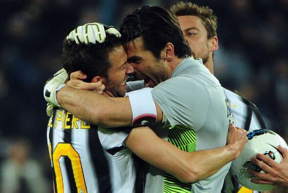 De este modo, Juventus superó una vez más al Milan, s&oacu...