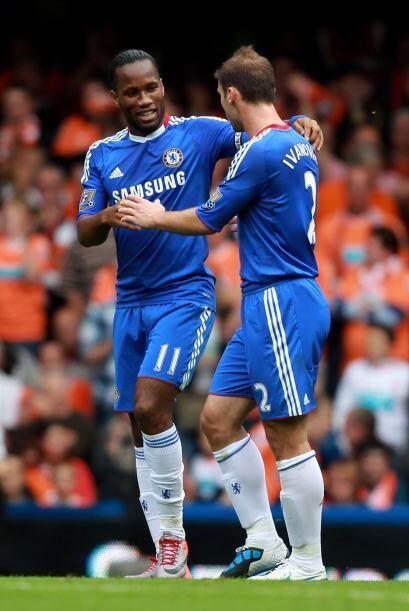 El marfileño Didier Drogba no faltó a la fiesta de goles de su equipo, q...