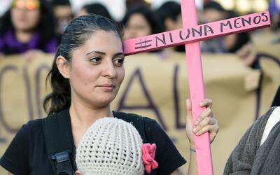 Una manifestación contra la violencia de género en Ciudad de México, en...