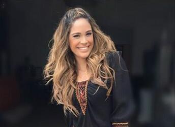 Karla Juega con su cabello