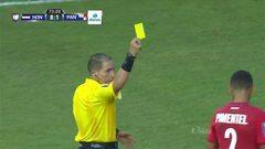 Tarjeta amarilla. El árbitro amonesta a Adolfo Machado de Panamá