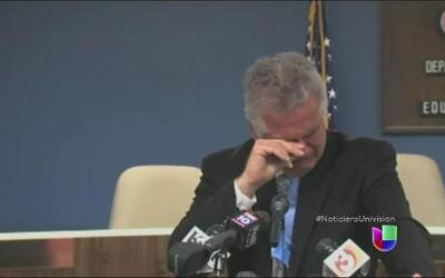 El superintendente de educación en Arizona lloró al pedir perdón por sus...