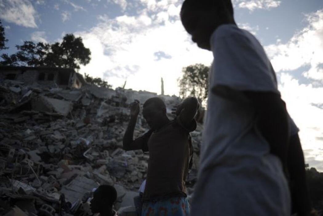 Los haitianos habían acudido masivamente a la sede del gobierno nacional...