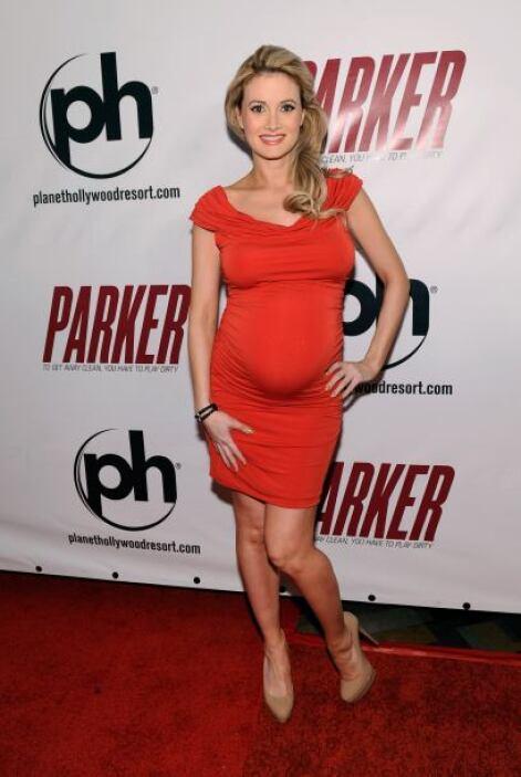 Otra de las famosas embarazadas y bellas es Holly Madison, conocida por...