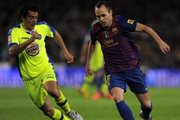 Casi al final del primer tiempo Iniesta y Messi frotaron la lámpa...