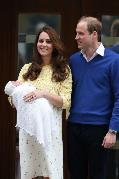 Esta es una imagen de cuando Kate y William salieron del hospital St Mar...