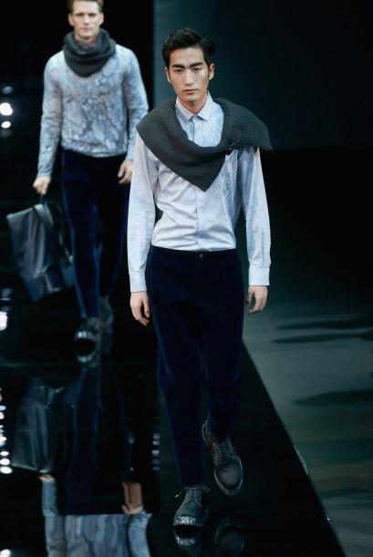Las bufandas formaron parte de este atuendo, que se perfila como uno de...