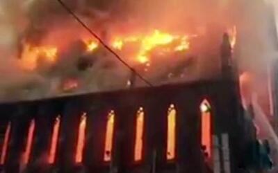 Arde en llamas iglesia católica ortodoxa en Manhattan